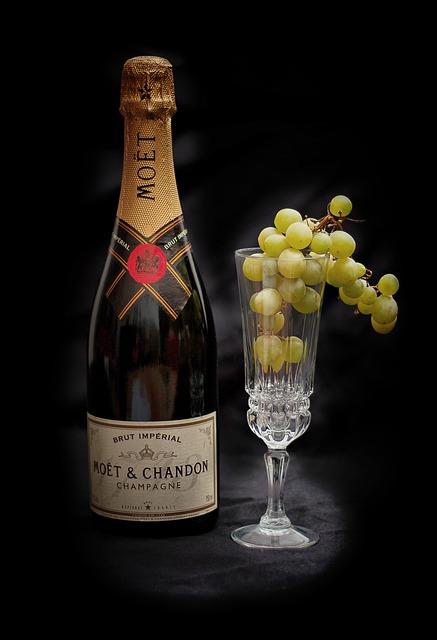 champagne-697347_640