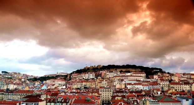 Лисабон на залезите