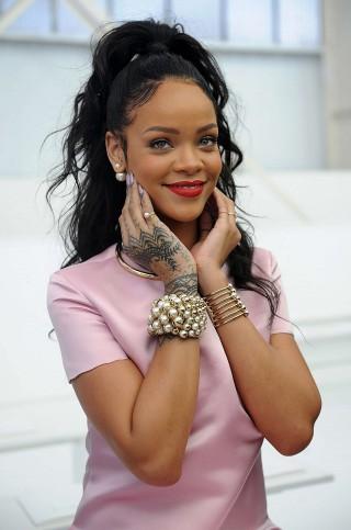Rihanna--Dior-Cruise-2015-Fashion-Show--09