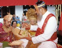 Демони и сватби на остров Бали