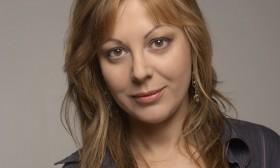 Ани Владимирова: Виж как мами поглед през фередже! Хем знае, че за това убиват с камъни…