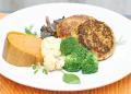 Крокети от просо и тофу със сос от червено вино, печурки и манатарки