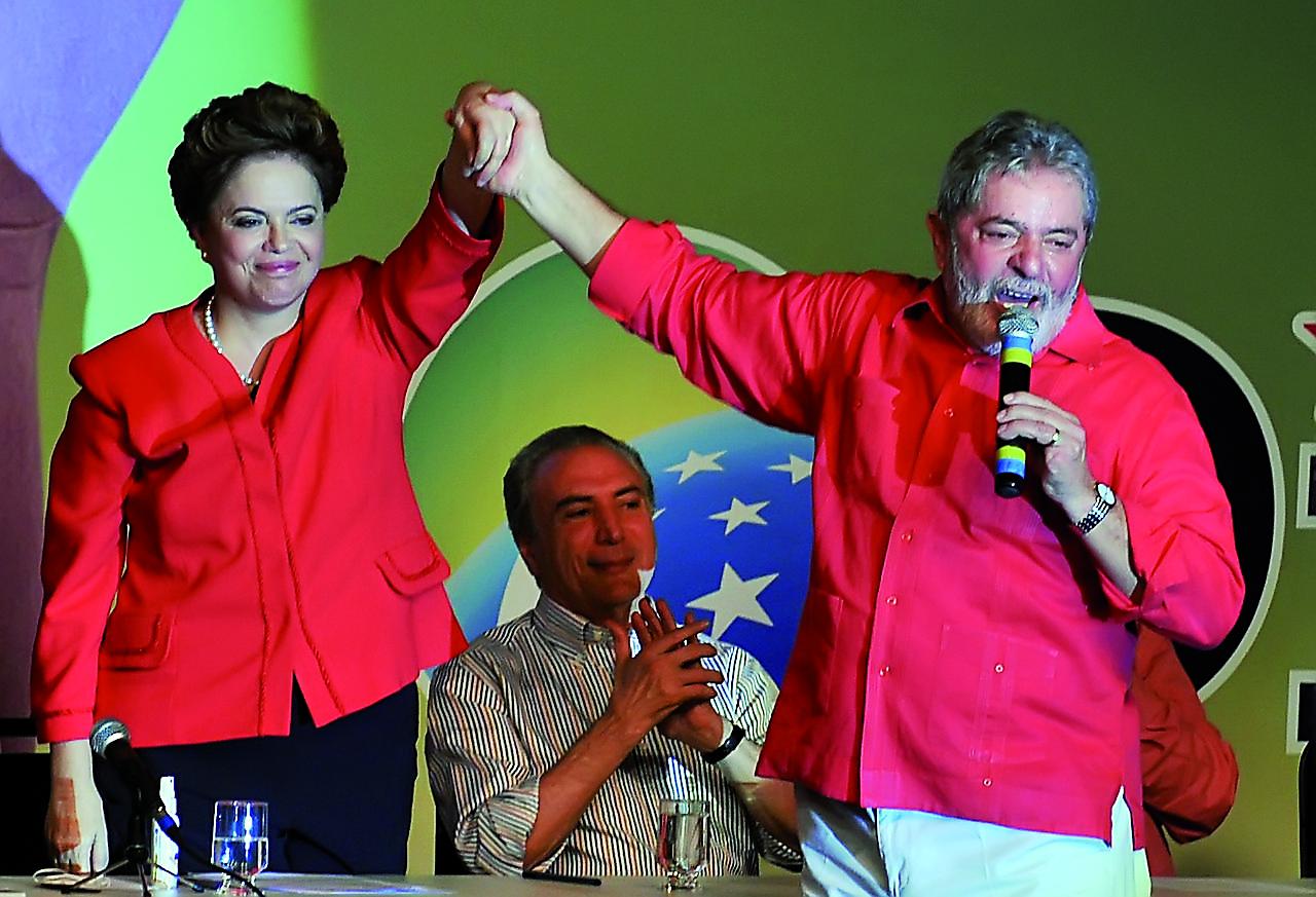 1280px-Dilma_Lula_Temer_Convenção_PT
