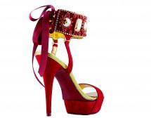 Обувки с инжекция черешов цвят