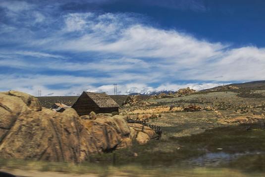 На запад от Скалистите планини.