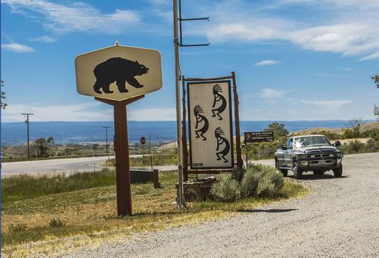 Символ на Кокопели пред входа на Black Canyon.