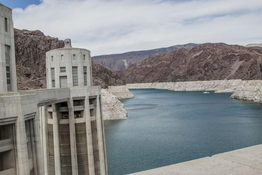 Hoover Dam - тази генераторна кула си е на Невада