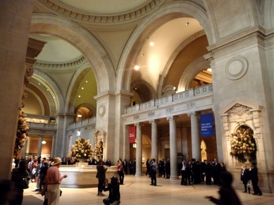 metropolitan-museum-of-art-entrance
