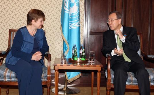 Кристалина Георгиева с генералния секретар на ООН Бан Ки Мун.