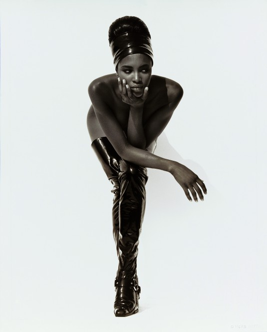 19. Naomi Campbell, Face in Hand, Hollywood, 1990