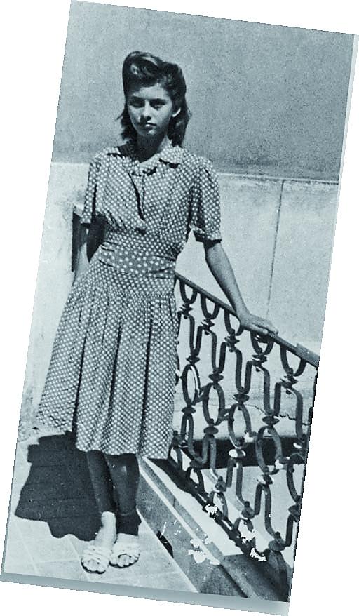 …и една друга, когато започвам да раста толкова бързо, че мама Луиза трябва да добавя повече от една лента, за да удължи роклята, шита с плат, пратен от леля от Америка.