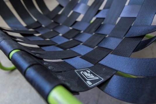 """Стол от автомобилни колани, изработен в рамките на проект """"Ре-Ла-Кс"""" на специалност Инженерен дизайн на ТУ София. От Ателие """"Трион""""."""