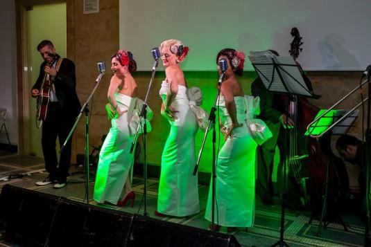 """Дамското трио Sentimental Swingers поднесоха своя поздрав към екипа на """"Жената днес"""" и забавляваха гостите цяла вечер"""