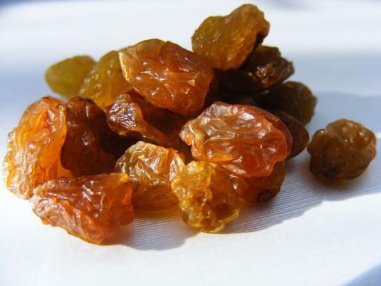 raisins-88532_640