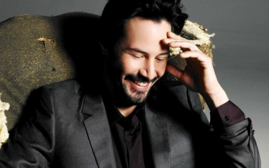 84305-R3L8T8D-650-Men___Male_Celebrity_Keanu_Reeves_laughing_057464_