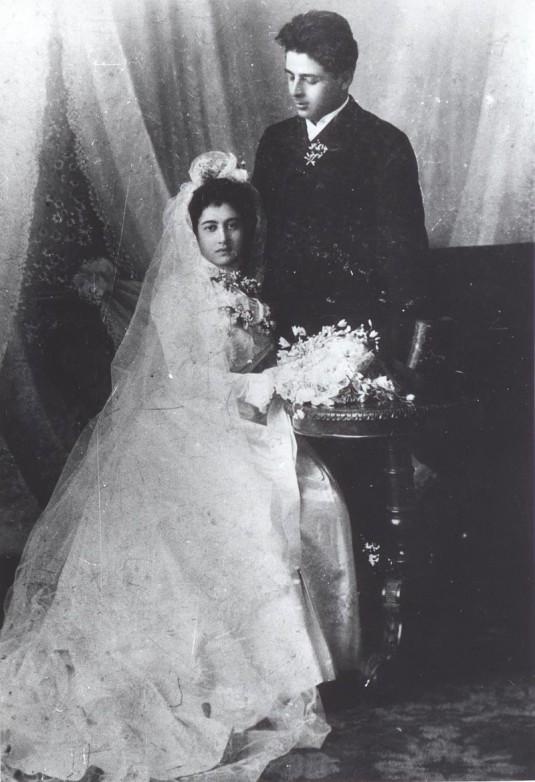 "Сарафов и Гюзелева като младоженци. Източник: ДА ""Архиви"""