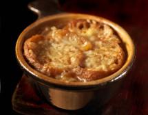 Лучена супа със сухари и ементал