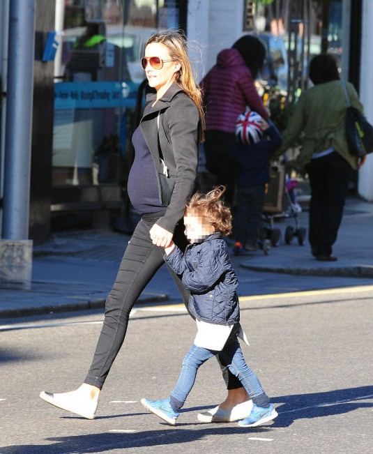 EXC: ANNA EBERSTEIN HUGH GRANT GIRLFRIEND IS SPOTTED CROSSING THE FULHAM  ROAD IN CHELSEA WITH AN UNMISTAKABLE BABY BUMP . IS IT A FORTH FOR HUGH ?