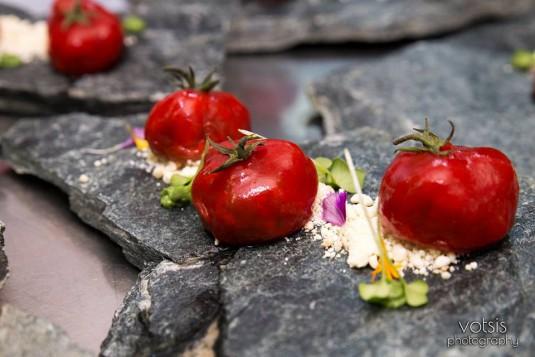 Традиционни гръцки рецепти от Истанбул : пълнени домати с кус кус и пармезан