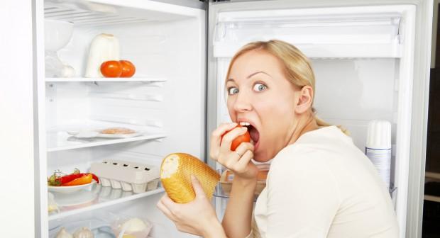 Защо среднощното похапване качва килограми?