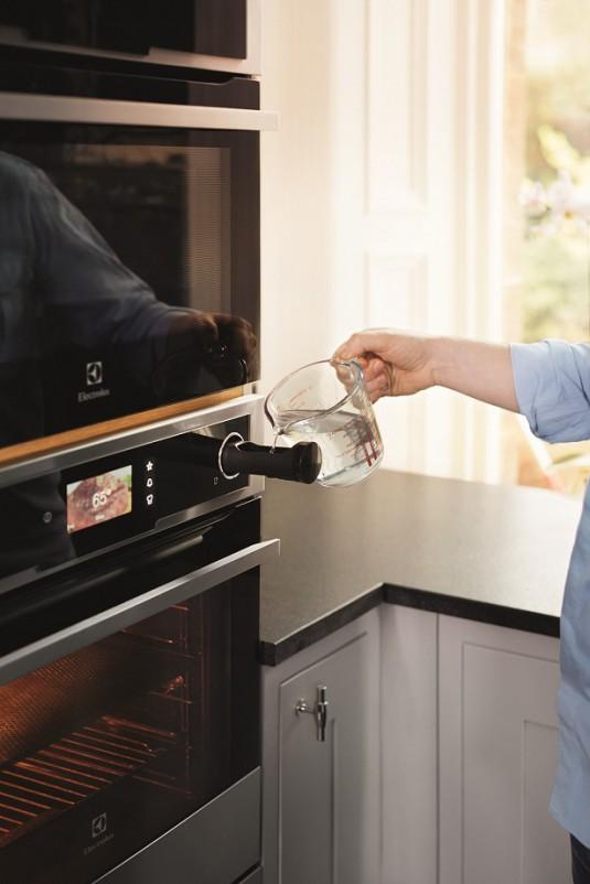 Electrolux CombiSteam Sous-vide oven - model EOB8956VAX - lifestyle