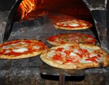 Неаполитанската пица. That's amore…