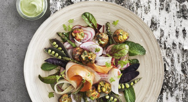 Лятна салата със зеленчукови кюфтенца