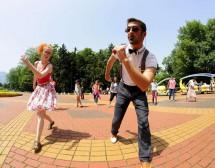 София танцува в ритъма на латино музиката