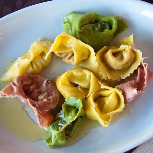 Snimka 1 - A selection of handmade tortellini, Cafe Visconti, Borghetto sul Mincio, Italy - www.rossiwrites.com