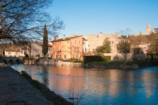 Snimka 4 - Early evening on the river Mincio, Borghetto, Veneto, Italy - www.rossiwrites.com