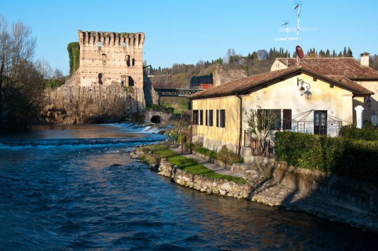 Snimka 5 - The river Mincio with the Scaligeri bridge, Borghetto, Veneto, Italy - www.rossiwrites.com