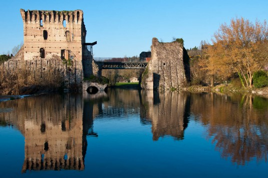 Snimka 7 -The medieval Scaligeri bridge, Borghetto, Veneto, Italy - www.rossiwrites.com