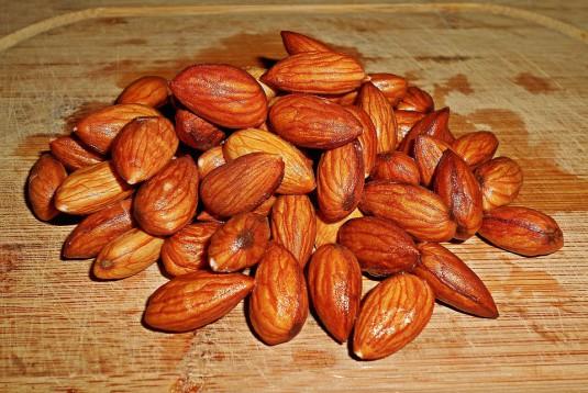 almonds-1279423_960_720