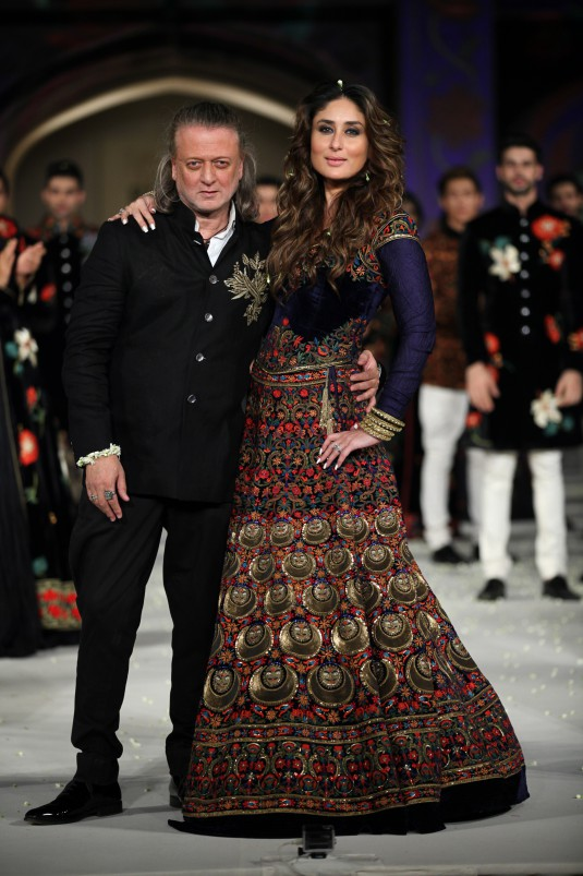 Koroshni Collection   Rohit Bal and Kareena Kapoor Khan