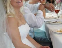 Британка продава сватбената си рокля, за да плати за развода си