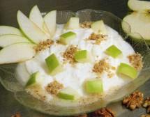 Млечен десерт с ябълки
