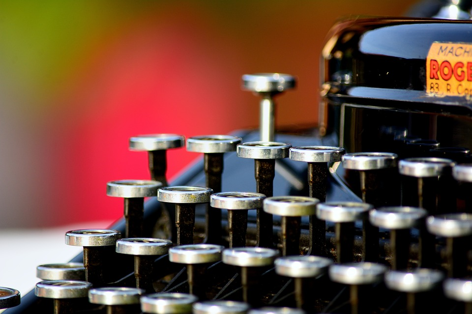 typewriter-1161519_960_720