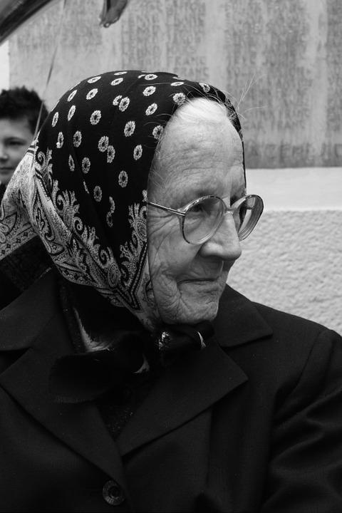 grandmother-109095_960_720