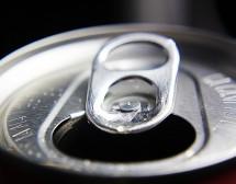 Подсладените газирани напитки са опасни за зъбите