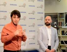 Иновативна услуга променя живота на глухите младежи