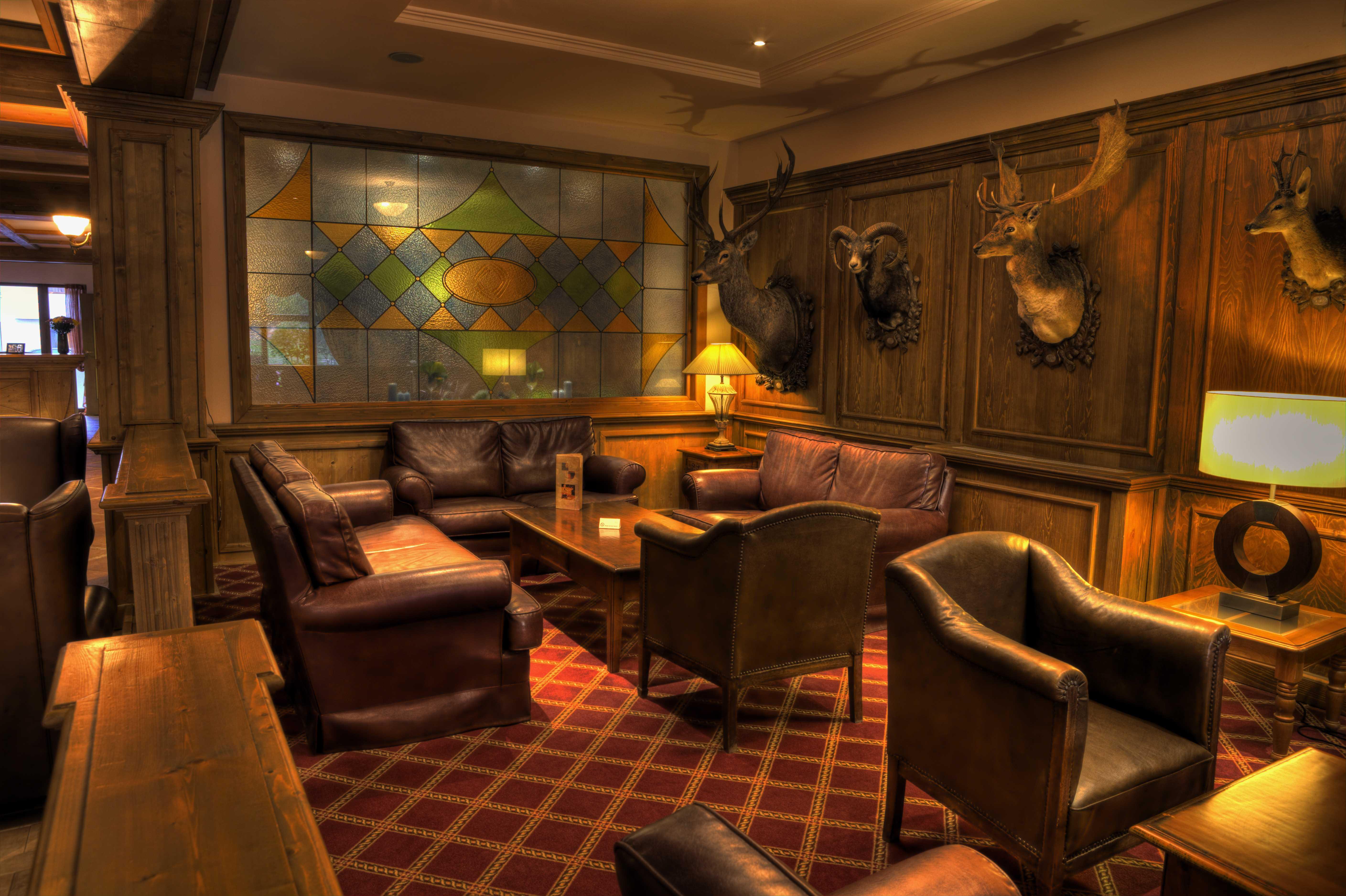 Lobby bar area_6159_Original (Copy)