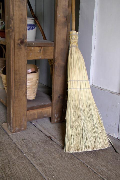 brooms-214717_960_720