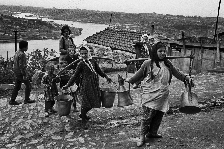 Bauernmädchen im Armenviertel über Eyüp, 1965