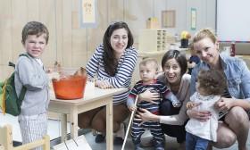 Родители стават академици по отглеждане на деца