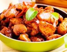 Ароматно пиле с чесън в соев сос