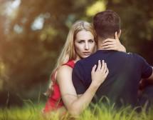 Защо жените въздишат по мъже с красиви приятелки?