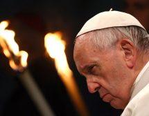 """Папата: """"Бог върви редом с бежанците"""""""