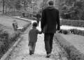 Един син пита баща си