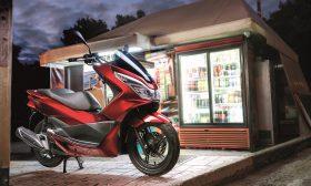 Honda подарява скутери