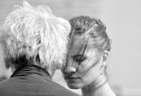 Плюсове и минуси на връзката с възрастен мъж